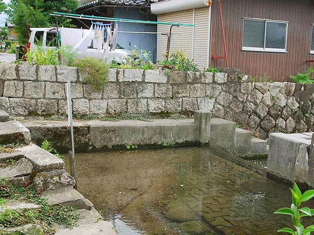 堰板用の溝の手前は少し高い段
