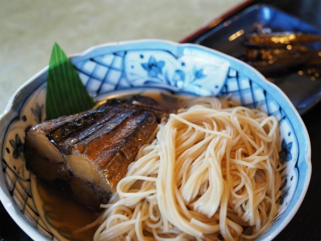 24)甘く煮た分厚い鯖がゴロン!長浜へきたらまずはご賞味あれ